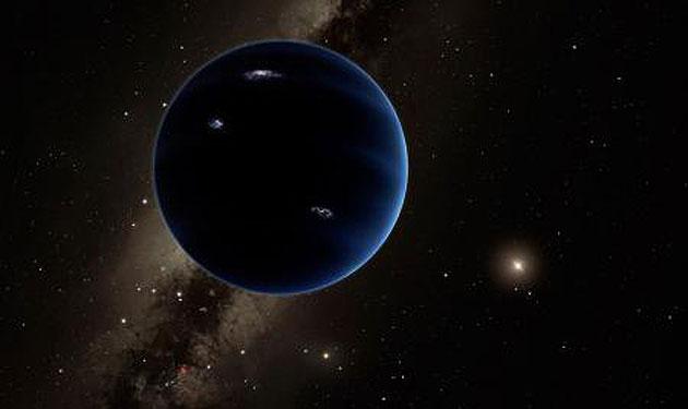 Künstlerische Interpretation des mutmaßlich neuen, neunten Planeten. Die Forscher vermuten, dass es sich um einen Planeten handelt, der Uranus und Neptun gleichen könnte (Illu.) Copyright: Caltech/R. Hurt (IPAC) Pasadena (USA) – Zwei US-Astronomen präsentieren handfeste Beweise für die Existenz eines bislang unbekannten Riesenplaneten im Sonnensystem, der unsere Sonne auf einer exzentrischen Umlaufbahn umkreist. Direkt beobachtet wurde der Planet bislang jedoch noch nicht. - See more at: http://www.grenzwissenschaft-aktuell.de/weiterer-riesenplanet-im-sonnensystem20160121/#sthash.DVB2k9Sy.dpuf